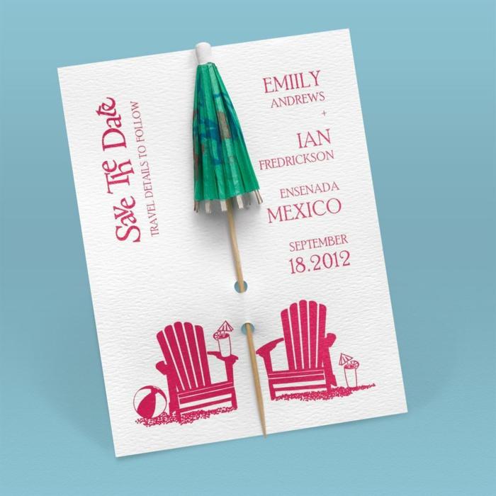 invitaciones creativas, invitación de boda en papel blanco con sillas de playa y paraguas de coctel verde