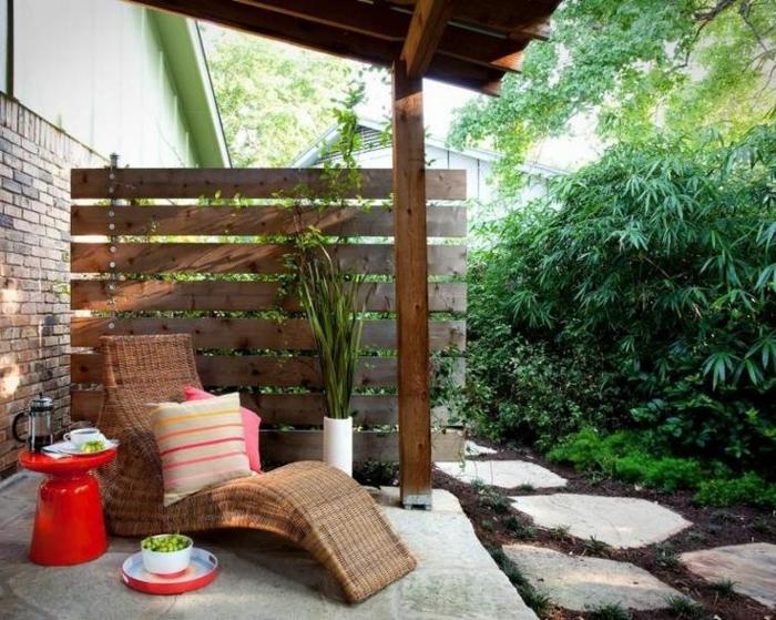 jardines modernos, idea original para un rincón de descanso en tu patio, pavimento de piedras, pared de vagas de madera