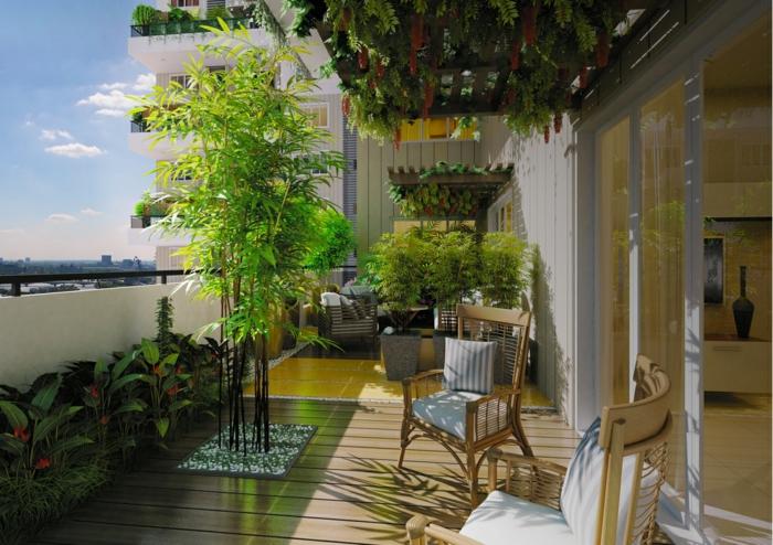 casa y jardin, convierte tu terraza en un jardín, arboles y arbustos, suelo de madera, plantas colgantes en el techo