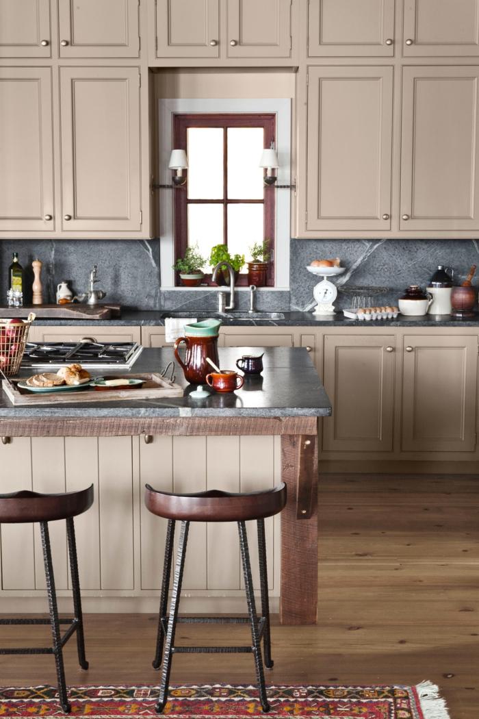 cocinas pequeñas, agradable propuesta para diseño de cocina pequeña, colores marrón y beige, grande barra