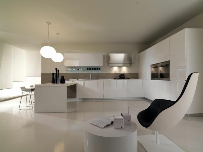decoracion cocinas, cocina moderna blanca con luz artificial, muebles laminados, isla rectangulatr, sillas altas, sillón tapizado en negro