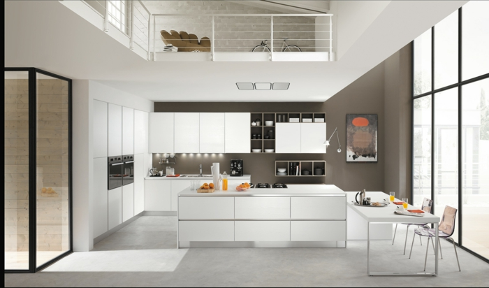 madera blanca. cocina grande con comedor, muebles blancos laminados, isla rectangular, mesa baja con sillas