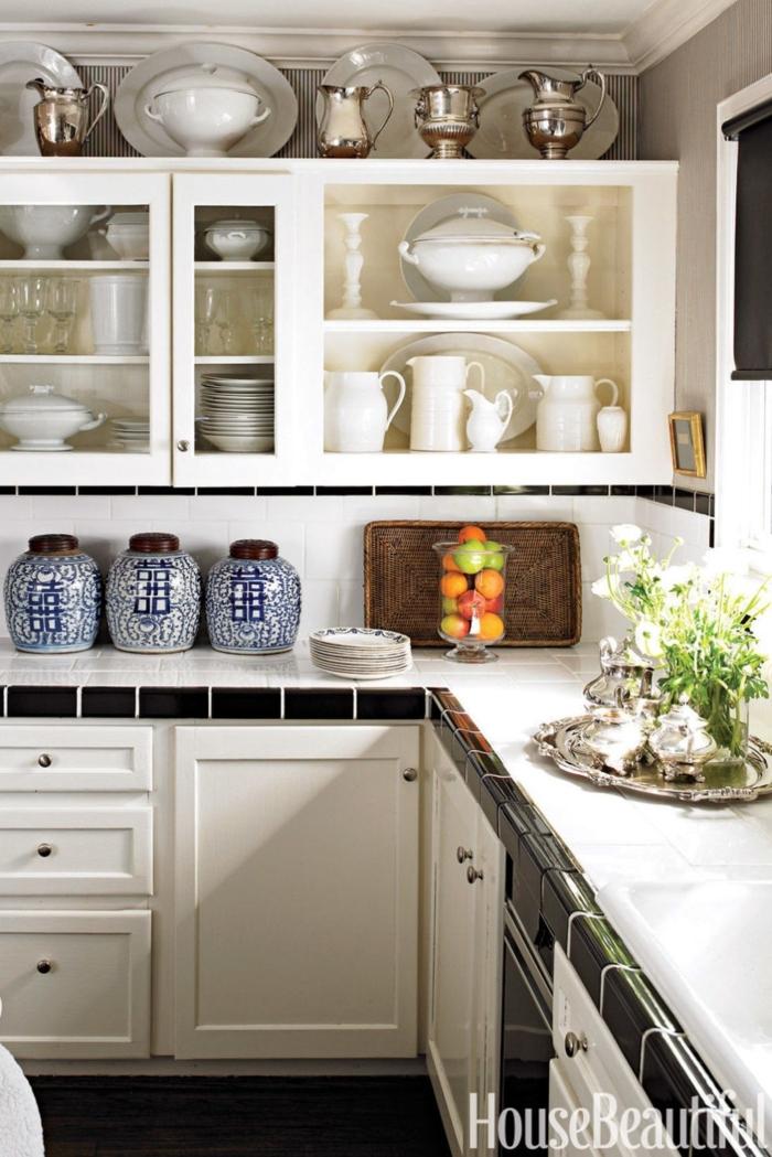 como diseñar una cocina, estantes con vitrinas de vidrio, muebles de madera pintada en blanco, frascos decorativos