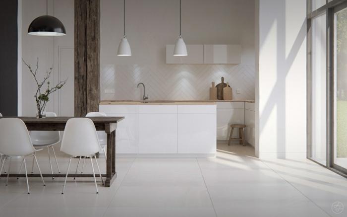 cocina blanca, cocina con comedor. muebles blancos laminados, pared de madera blanca, mesa rectangular y sillas de plástico, suelo con baldosas, ventanal