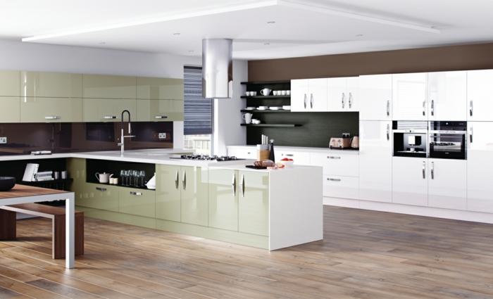 cocinas blancas, cocina grande abierta, suelo de tarima, isla larga con fregadero en blanco y verde pastel, muebles laminados