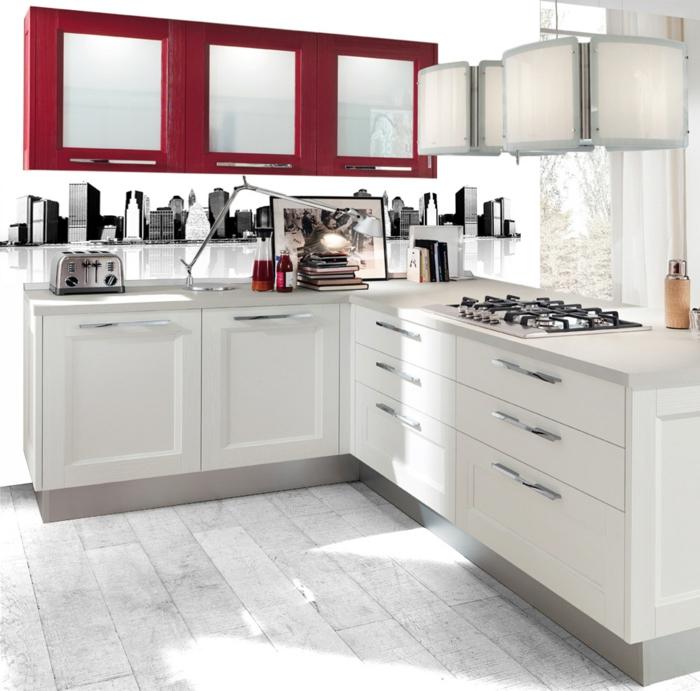 cocinas blancas, cocina pequeña en rojo y blanco, estufa de gas, suelo con tarima blanco sucio
