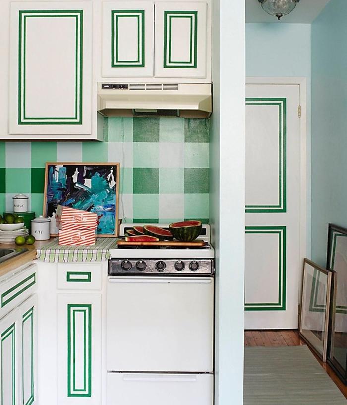 cocinas modernas pequeñas, propuesta en blanco y verde, diseño simple pero original