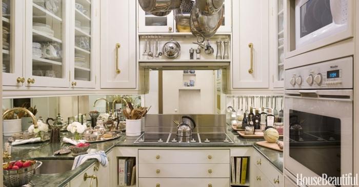 cocinas modernas pequeñas, tipo cuadrado con muchas alacenas, encimera de mármol color verde oscuro