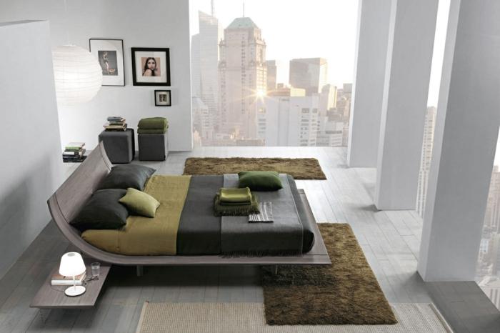 decorar habitacion, dormitorio moderno en piso alto, ventanal con vista a la ciudad, cama en colores pastel oscuros, columnas, blancas