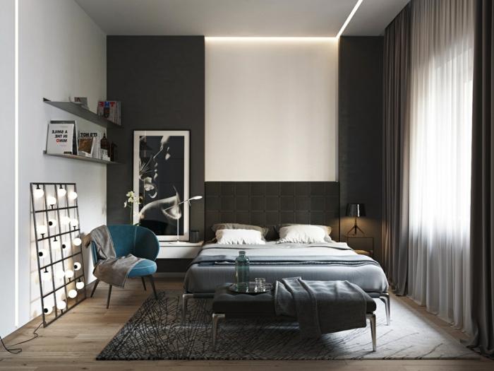 decorar habitacion, dormitorio pequeño en marrón oscuro, cama doble y silla tapizada, cuadro grande con cara de mujer, estanterías y bombillas