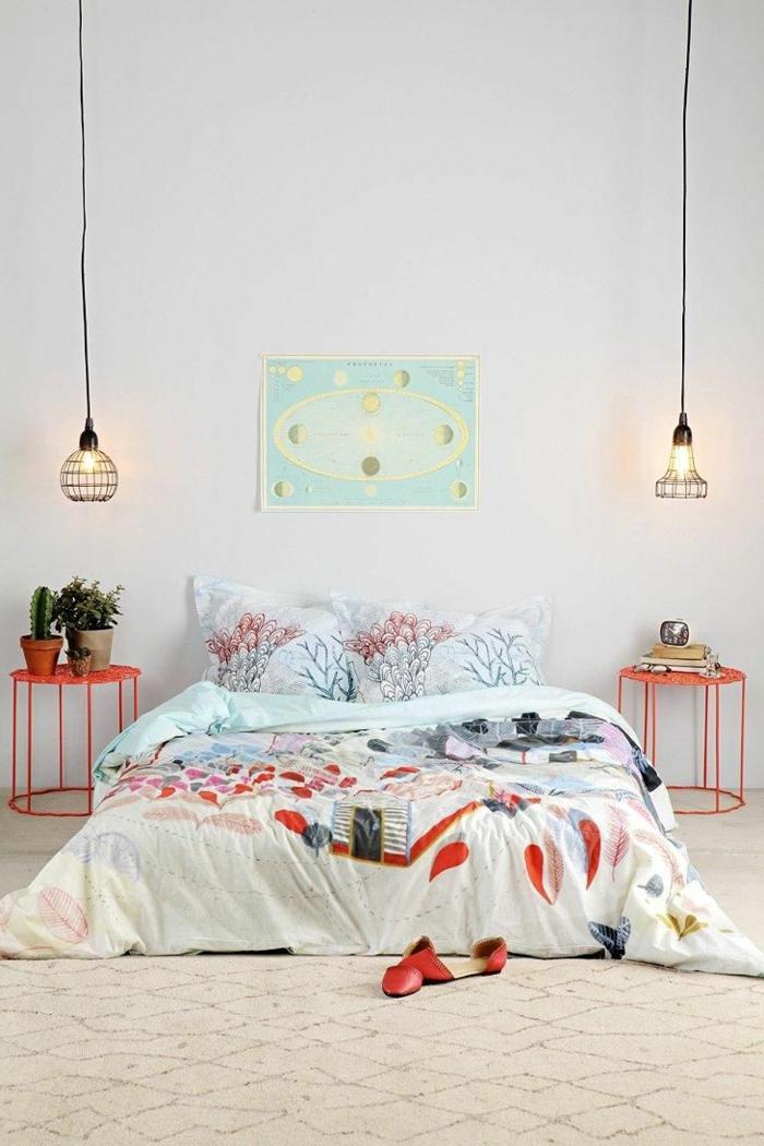 dormitorios matrimonio modernos, dormitorio moderno con cama doble a ras del suelo, lámparas colgantes, cactuses y cuadro