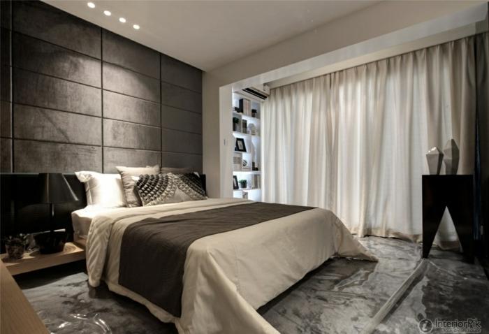 crtinas dormitorio blancas ligeras de satín, habitación en tonos oscuros en contraste con las cortinas, lámparas empotradas en el techo