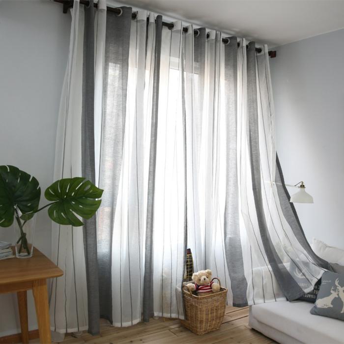 cortinas dormitorio matrimoio, tejido ligero de algodón o lino, diseño en rayas verticales en blanco y gris, barra de madera