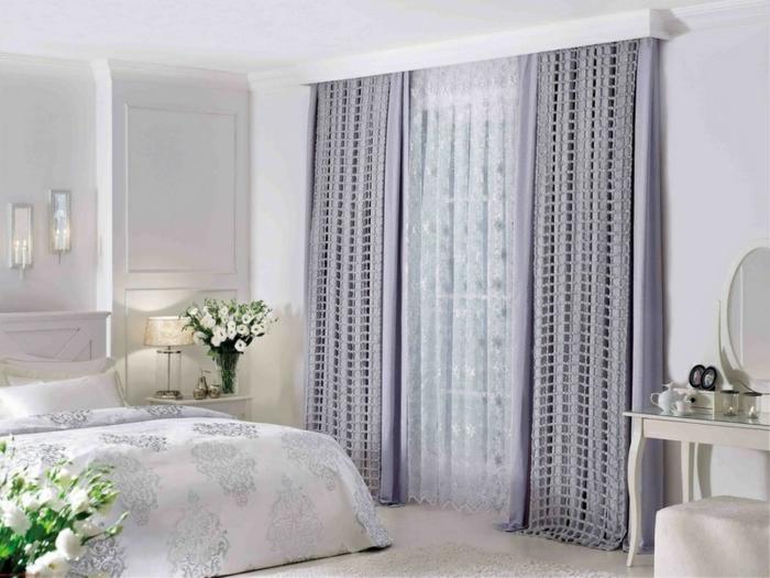 cortinas dormitorio, ejemplo en color lila suave, toque romántico, sábanas y cortinas de satín, paredes y muebles en blanco