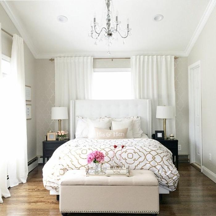cortinas dormitorio, cortinas en blanco, cuarto coqueto en tonos claros, decoracion de peonías, visillos aireados