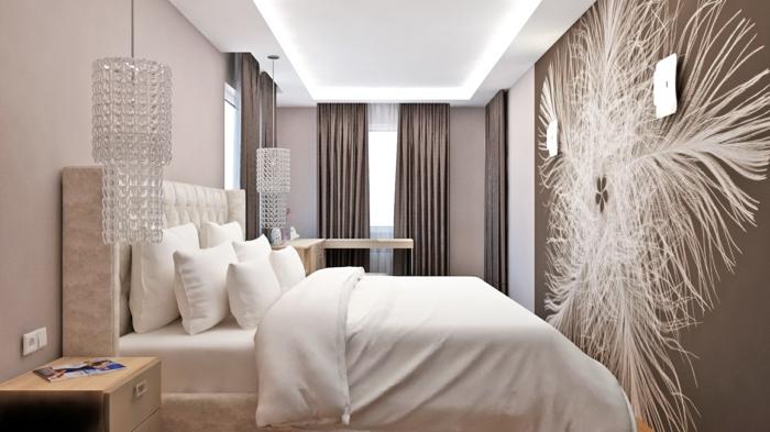 crtinas dormitorio matrimonio, habitación en beige suave, grande cama con cabecero, color de paredes avellana, elementos dibujados en la pared