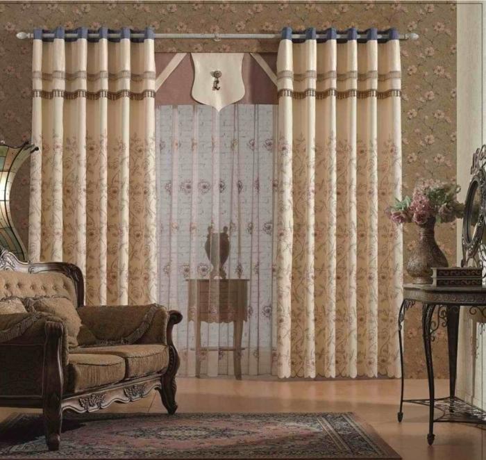 cortinas modernas, cortinas delicadas con visillo de encaje color rosa, cortinas en beige y azul en los extremos, salón de estilo vintage