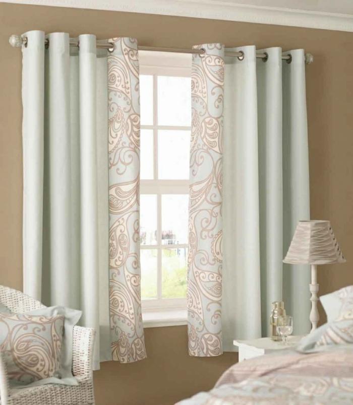 cortinas dormitorio, propuesta elegante en tonos suaves, barra de metal ornamentos botánicos, paredes en beige