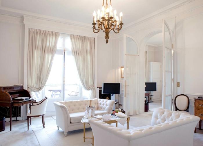 cortinas salon, ideas para optimizar el espacio en un salón pequeño, cortinas de algodón blanco, candelabro dorado
