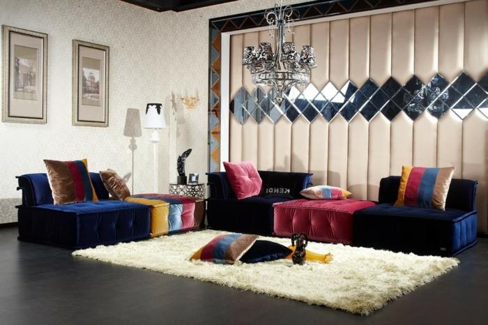 cortinas salon, propuesta en color suave y claro con elementos originales, muebles en azul oscuro con cojines en rojo, amarillo y marrón