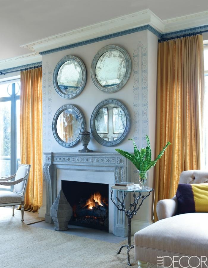 cortinas para salon en color ocre amarillo de lino, espejos y chimenea vintage, salón luminoso