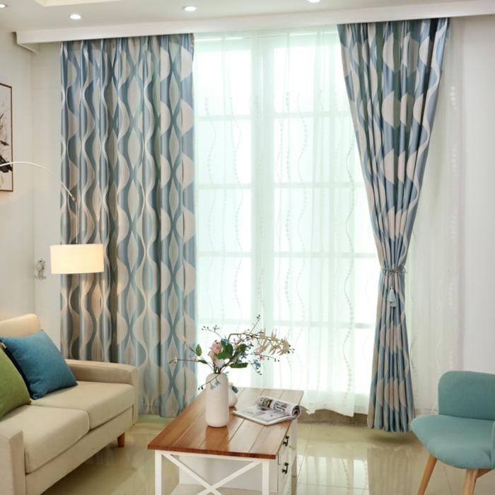 cortinas para salon, ejemplo exquisito para tu sala de estar, cortinas de satín en azul y blanco, visillo blanco de encaje, colores claros