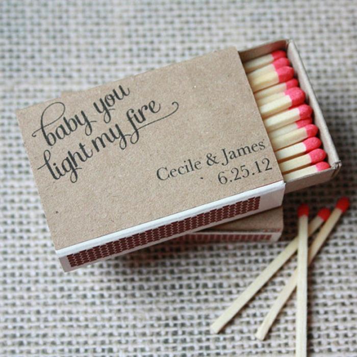 invitaciones de boda vintage, invitación de boda como caja de fósforos con fecha y nombres