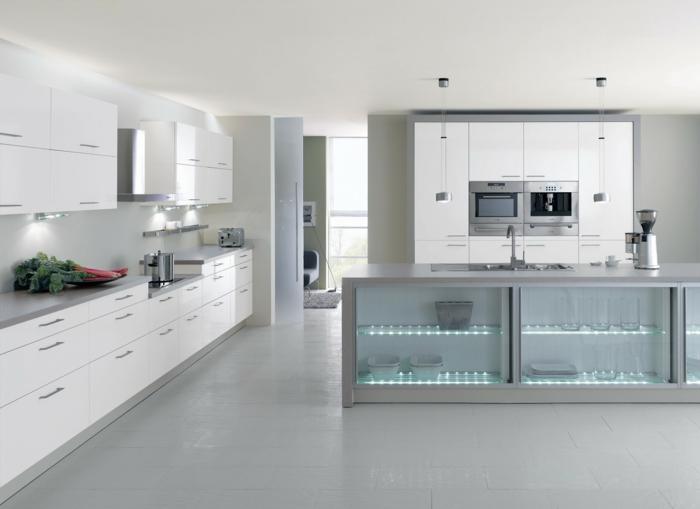 cocinas con encanto, cocina moderna en blanco y gris, dos hornos, isla con fregadero y puertas transparentes