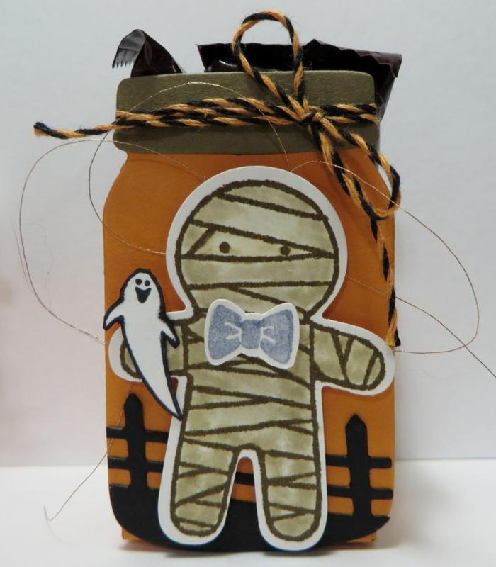 adornos halloween, frasco decorado de figuras de fantasmas y monstruos, en color naranja, hilo en negro y anaranjado