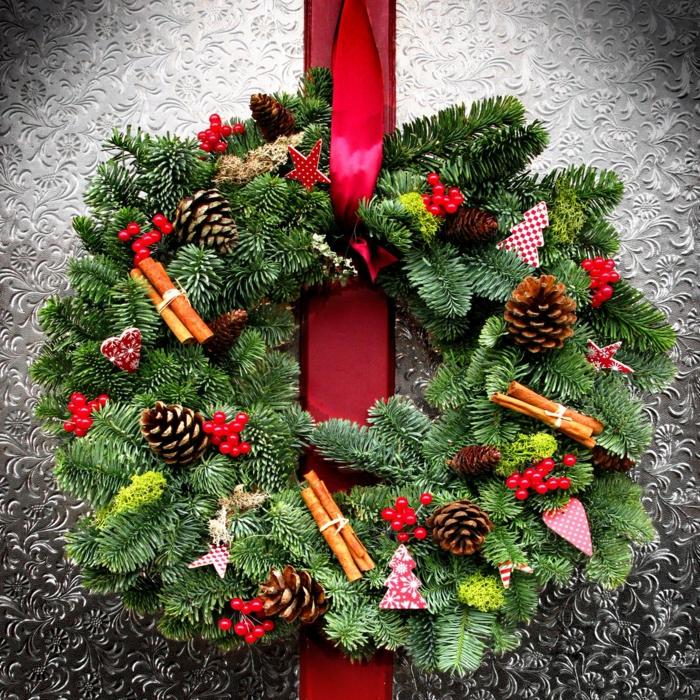 1001 ideas de coronas de navidad con instrucciones paso for Decoracion de navidad casera
