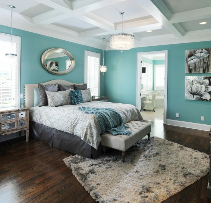 decoracion dormitorios, dormitorio con paredes en aguamarina, espejo eliptico, cama doble y cuadros de flores