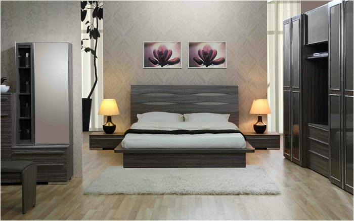 como pintar una habitacion, dormitorio en tonos oscuros, cama doble con cabecero de amdera, alfombra blanca, armario, lámparas en mesitas de noche