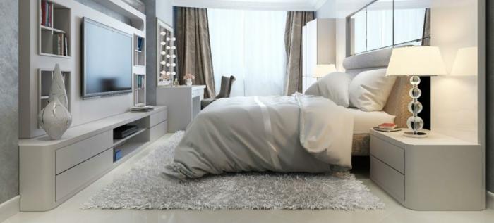 dormitorios modernos, dormitorio con ventanales, cama doble en blanco, tocador con bombillas, televisor