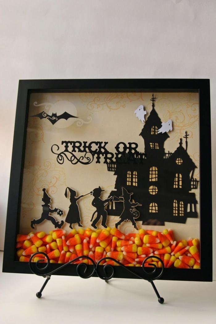 adornos halloween, bonito marco para halloween relleno de caramelos en amarillo y naranja, cuarto con castillo negro misterioso
