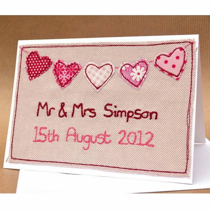 invitaciones, invitación de boda con corazones y nombres rosados tejidos en arpillera