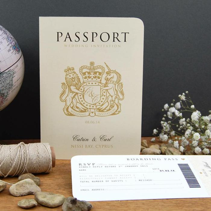 invitaciones, invitación de boda como pasaporte y pase de abordar, papel beige con dorado