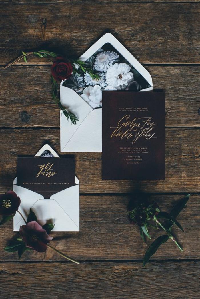 invitaciones, invitación de boda en sobres blancos decorados con rosas, letras en dorado, rosas rojas