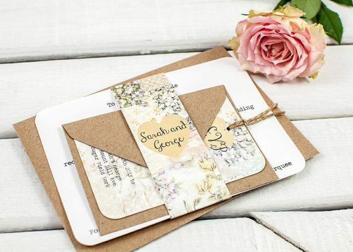 bodas originales, invitación de boda de papel blanco y papel Kraft atados con cuerda con motivos florales