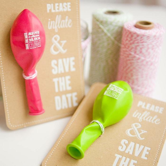 cosas de boda, invitaciones de boda con globos inflables en rosado y verde, hilos de color