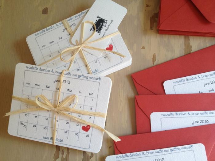 invitaciones, invitaciones de boda de carín blanco como calendarios pequeños, fecha señalada con corazón, sobres rojos