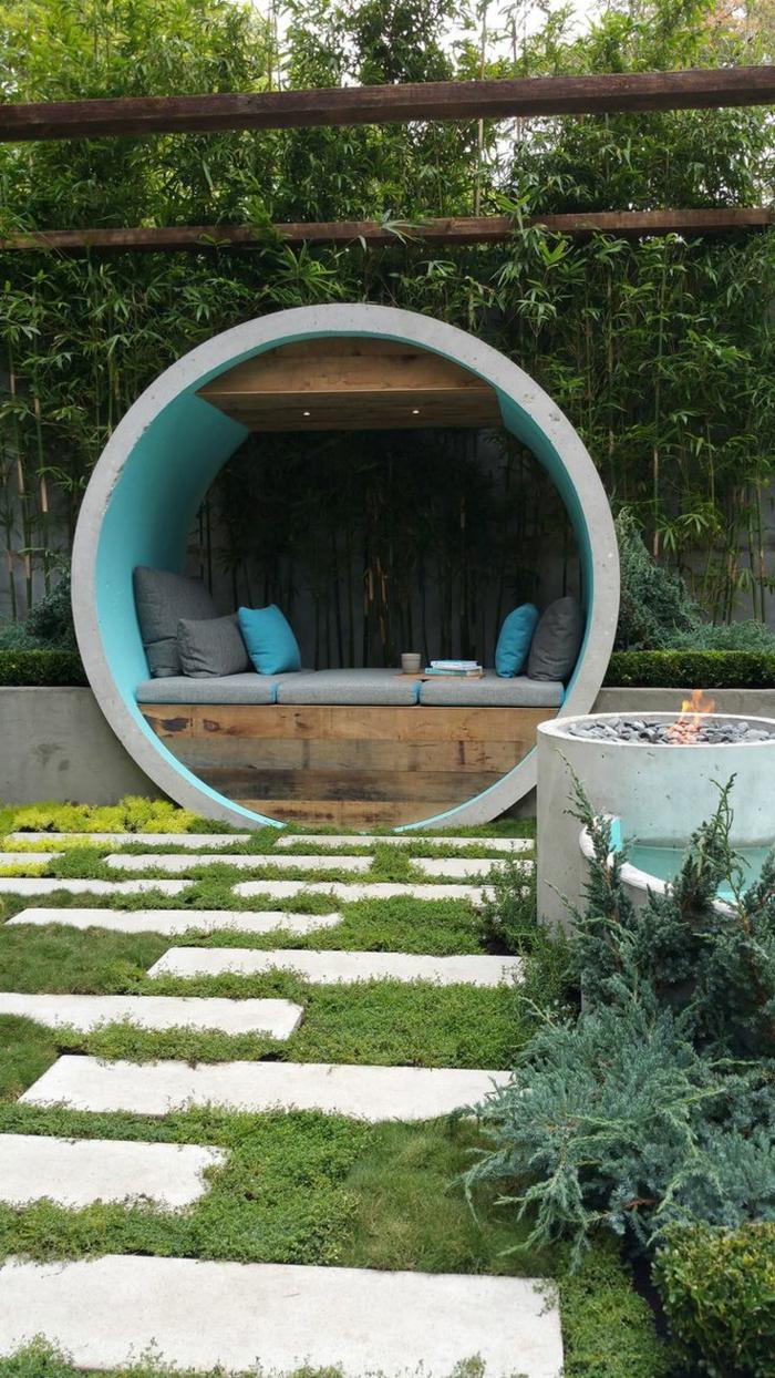 diseño de jardines, idea original y moderna, pequeña construcción redonda con cojines para descansar, patio acogedor