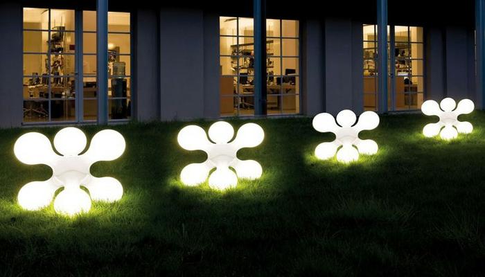 diseño de jardines, iluminación para patios, lámparas muy actuales de diseño único, idea perfecta para tu patio