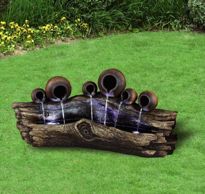 casa con jardin, adorno para tu patio hecho de tu tronco de madera y jarras de arcilla, bonita decoración con toque romántico