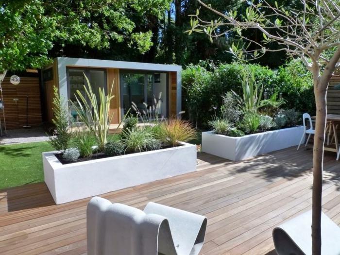 macetas, decoración de jardín moderna, maceteros grandes rectangulares blancos de cemento con plantas verdes
