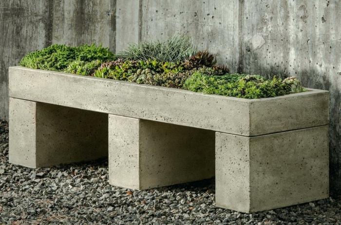 macetas, decoración moderna, macetero de cemento en forma de baco con siemprevivas, suelo con gravilla