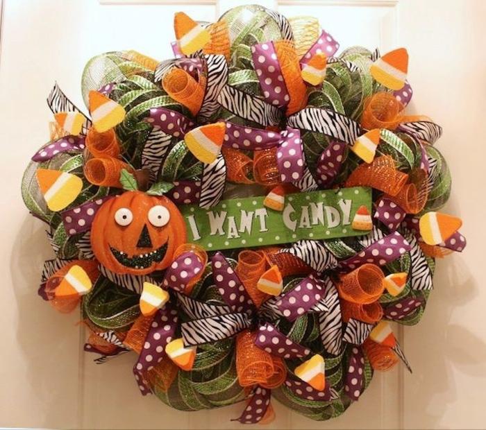 diy decoracion, guirnalda para la puerta, cintas de muchos colores, manualidad fácil de hacer, elemento de calabaza