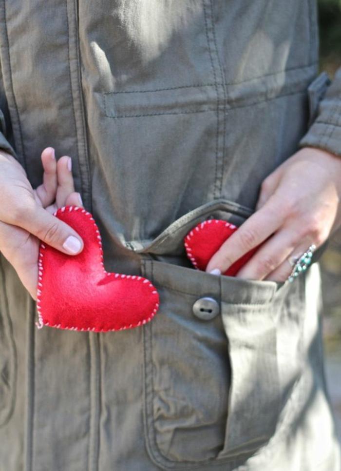 regalos san valentin, calentadores de manos de bolsillo con forma de corazones rojos