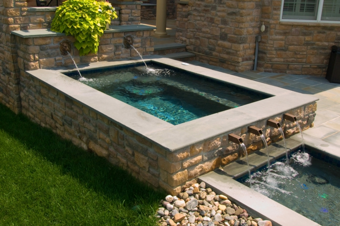 1001 ideas de piscinas peque as para tu patio for Jacuzzi en patios pequenos