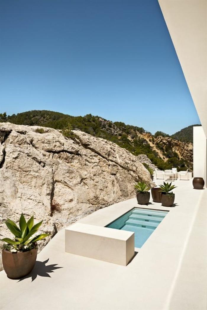 1001 ideas de piscinas peque as para tu patio for Casa moderna blanca con piscina