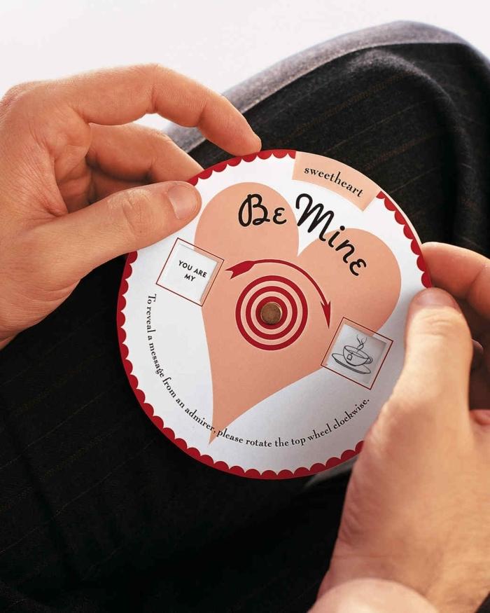 regalos originales hechos a mano, regalo CD con mensajes de amor y canciones de pareja, rojo y rosado